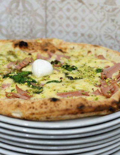 pizza-pistacchio-napoli-pizzeria-decumani-centro-storico-spaccanapoli