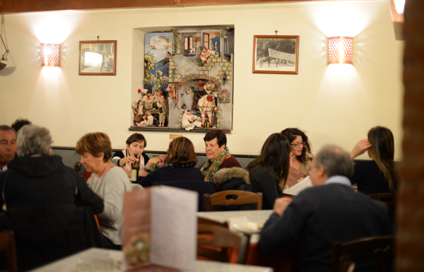 napoli-pizzeria-decumani-centro-storico-sala-interna