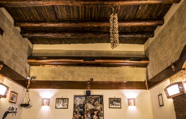 napoli-pizzeria-decumani-tribunali-centro-storico-sala