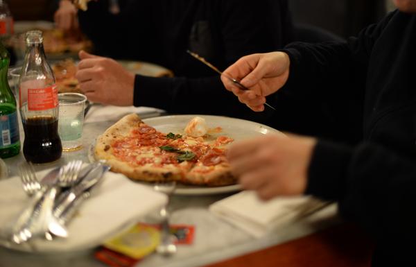 napoli-pizzeria-decumani-tribunali-pizza-margherita-vera